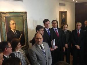 Sartori entregou documento com as propostas na Assembleia Legislativa Foto: Matheus Schuch  / Gaúcha