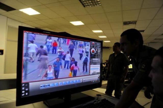 Com o incremento no atendimento, o comando do Centro Integrado de Operações de Segurança Pública (Ciosp) pretende acabar com o tempo de espera nas ligações, em Porto Alegre Foto: Adriana Franciosi / Agencia RBS